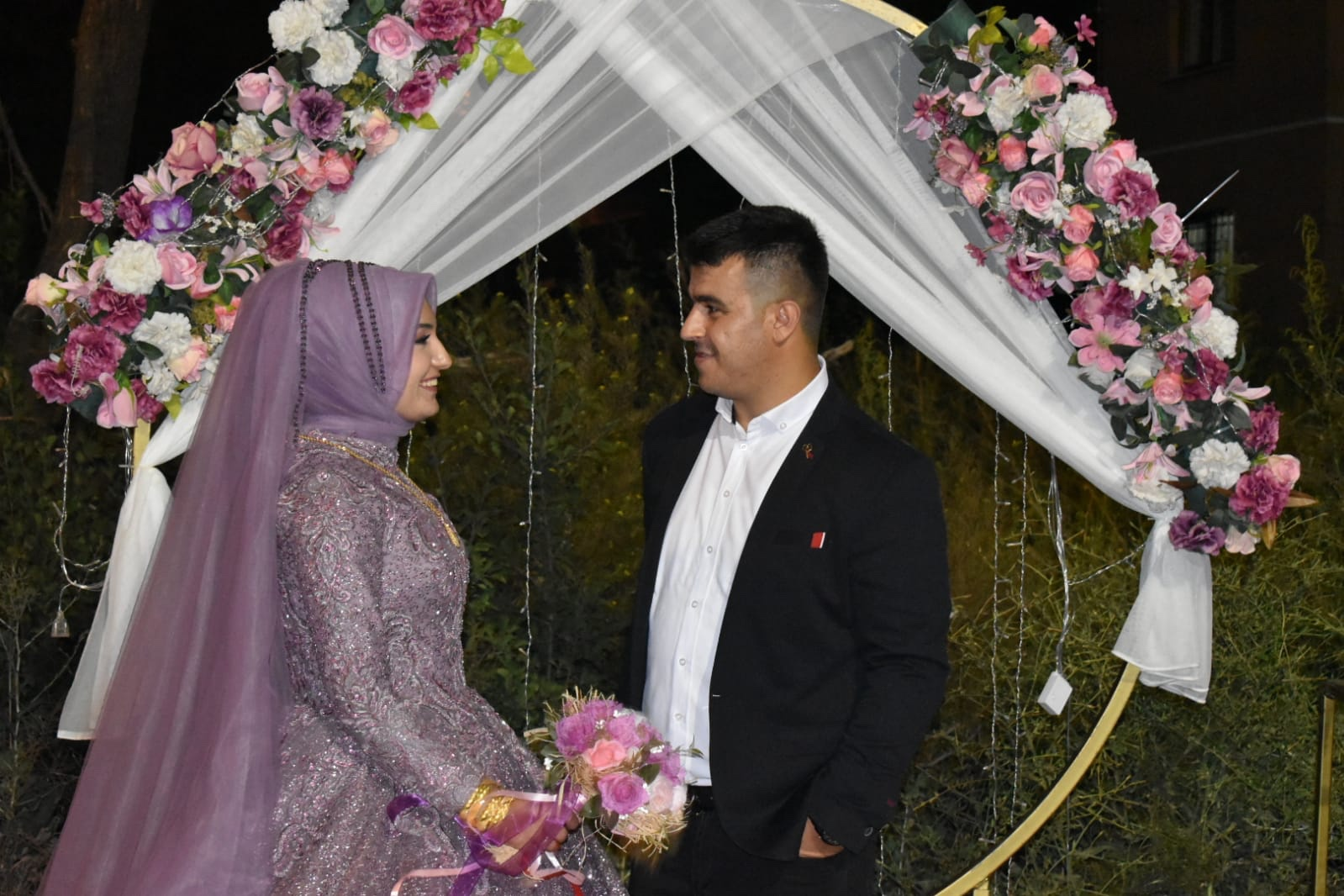 Havvanur Davarcı ile Mevlüt Karayakar nişanlandılar