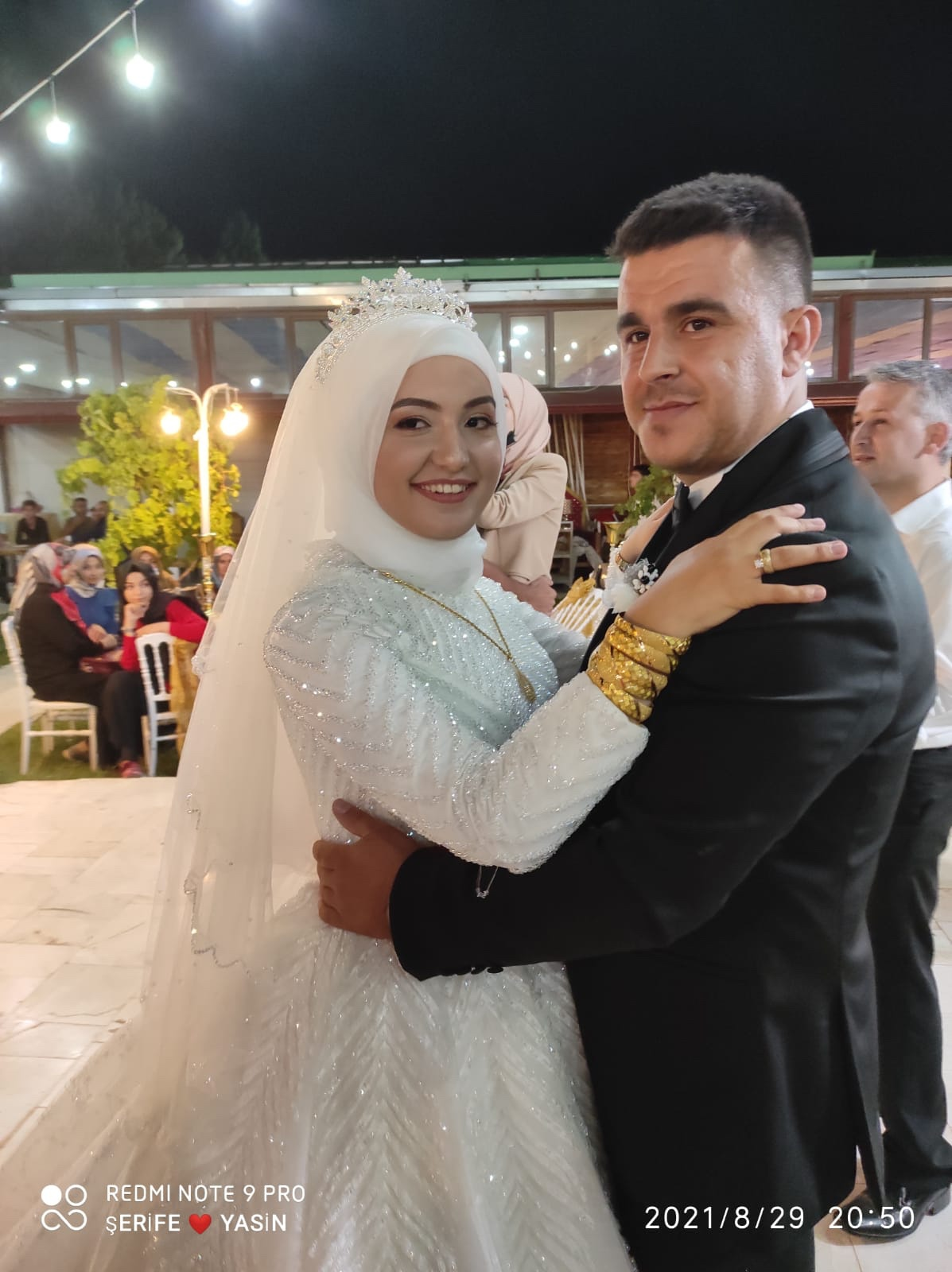 Havvanur Davarcı ile Mevlüt Karayakar evlendiler