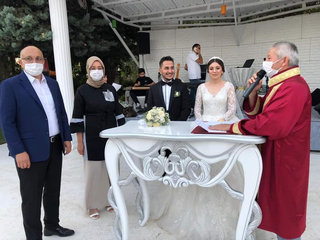 Ayliz Altıparmak ile Melih Akgün evlendiler