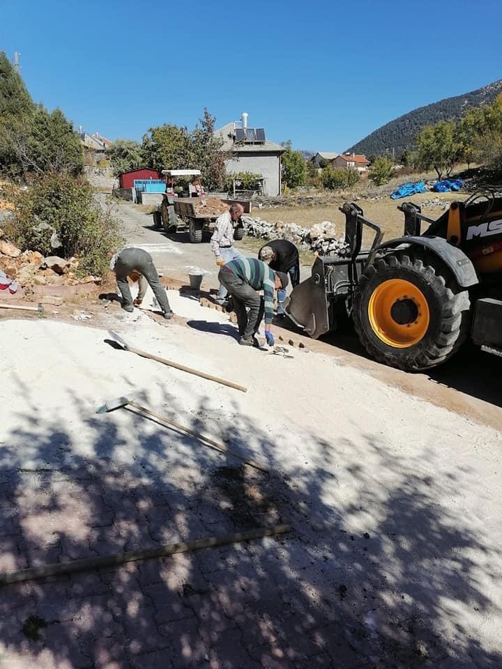 Belediye tarafından yollara bakım ve onarım